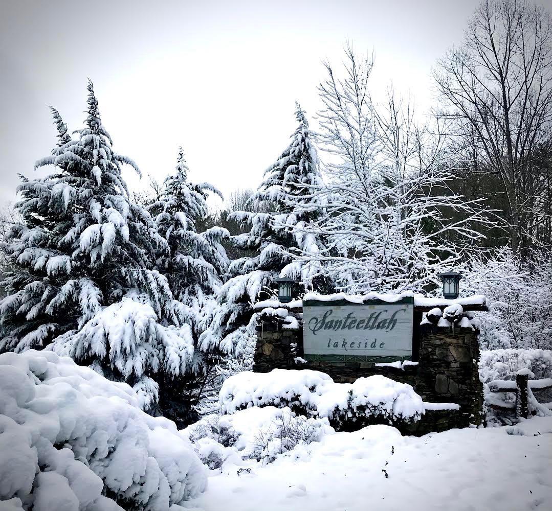 Winter snow at Santeetlah Lakeside